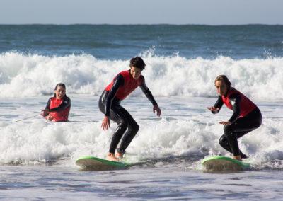 Clase de surf grupo Peña Txuri